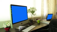 Home office with imac and laptop blue green screen\. Place your screen绿布抠像素材